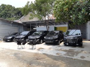 harga sewa mobil mewah di Jakarta